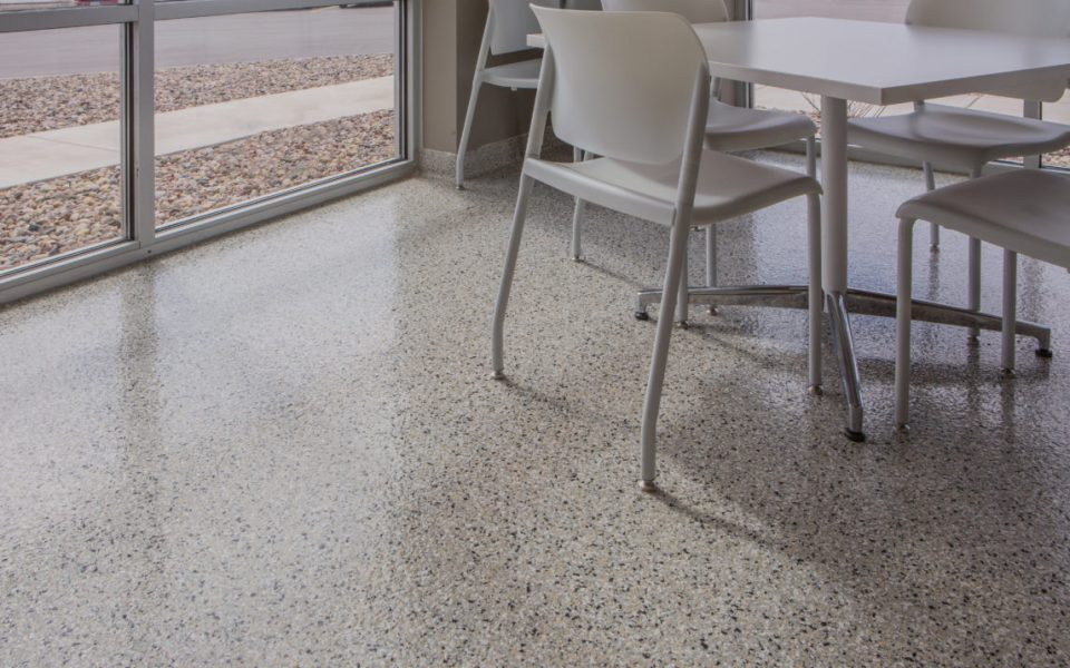 ColorFlakes-Cafe-Area-Seamless-Flooring-e1539196087118